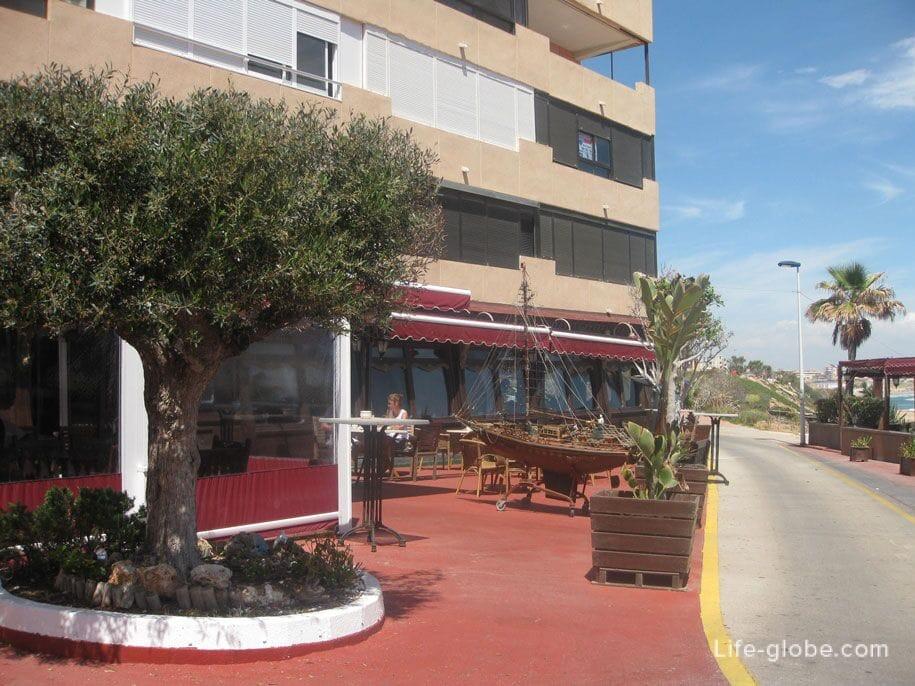 Ресторан возле пляжа Кабо Сервера, Торревьеха