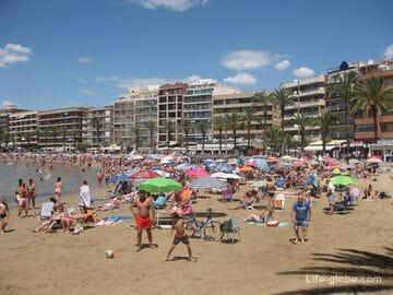 Пляж Дель Кура (Playa Del Cura) в Торревьехе - центральный и оживленный