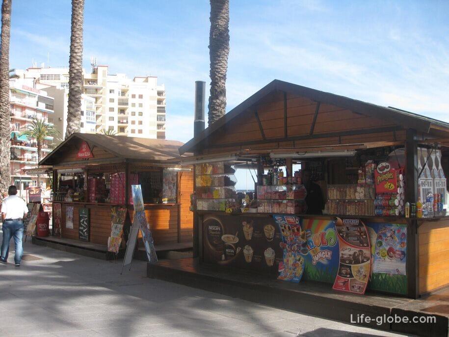 Киоски на набережной возле пляжа Дель Кура, Торревьеха