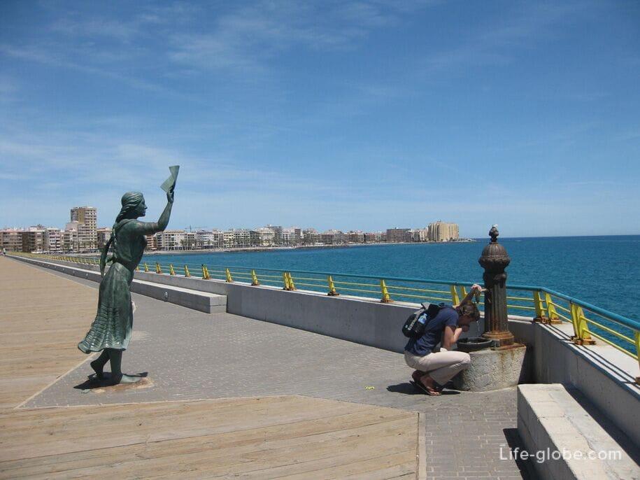 Памятник жене моряка, Торревьеха