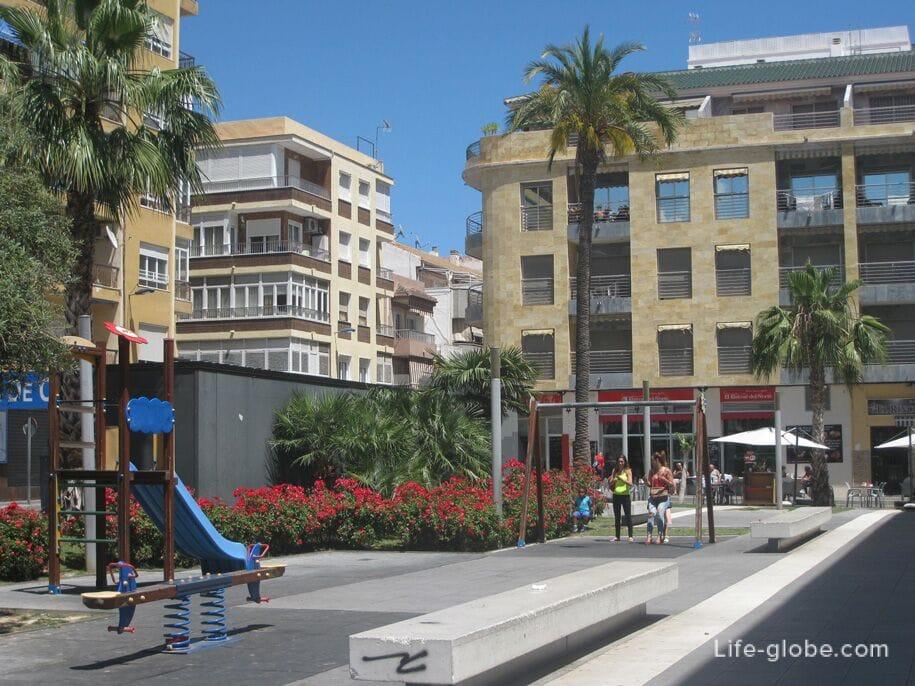 Детская площадка на площади Ориенте, Торревьеха