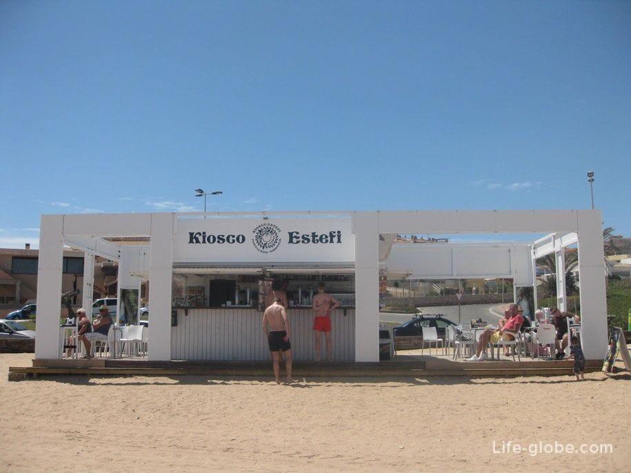 Кафе на пляже Ла Мата