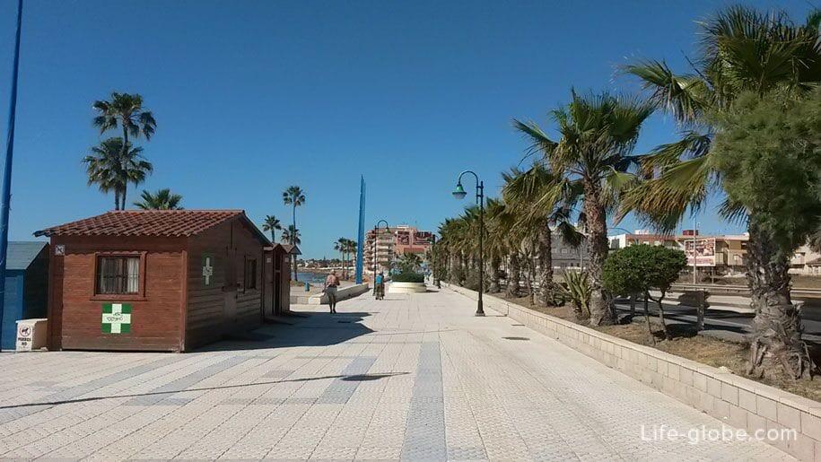 Набережная пляжа Науфрагос, Торревьеха