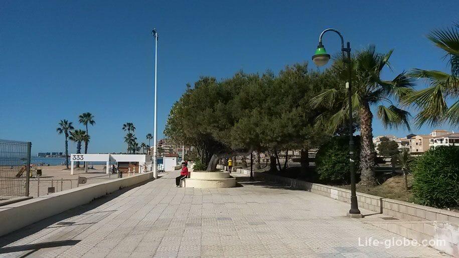 Набережная пляжа Науфрагос, Торревьеха, Испания