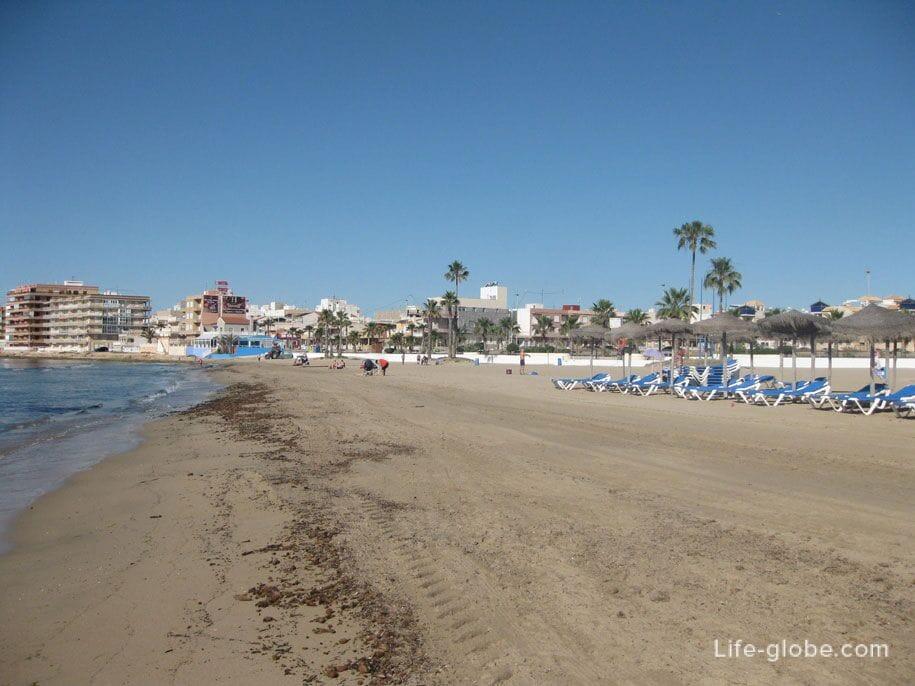 Мусор на пляже Науфрагос, Торревьеха