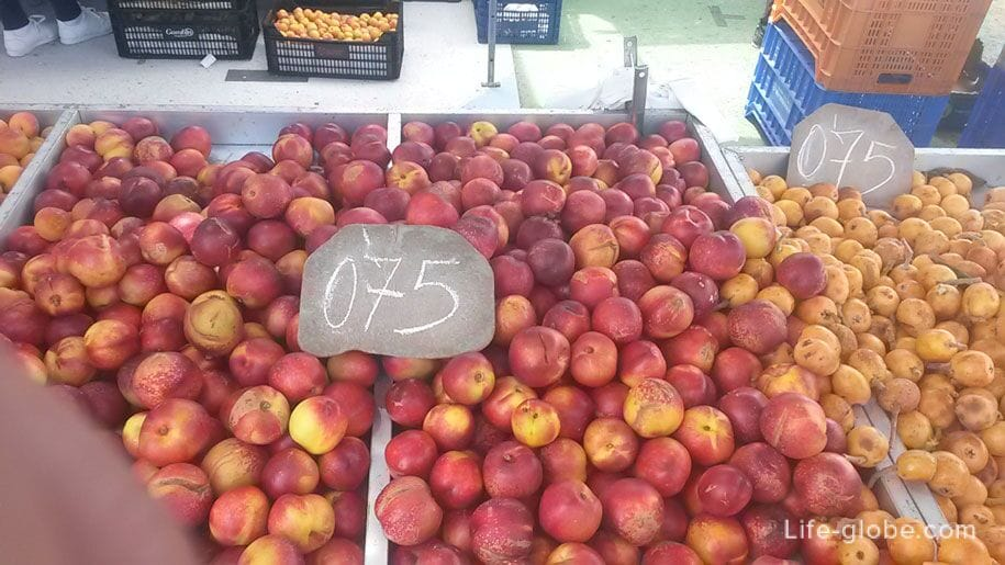 Фрукты на рынке в Торревьехе, цены