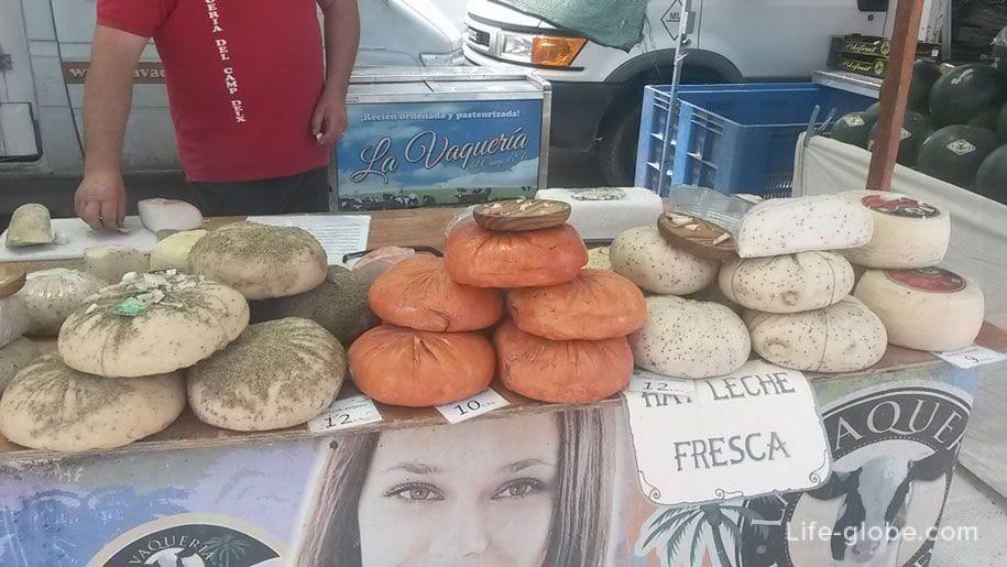 Сыр на рынке в Торревьехе