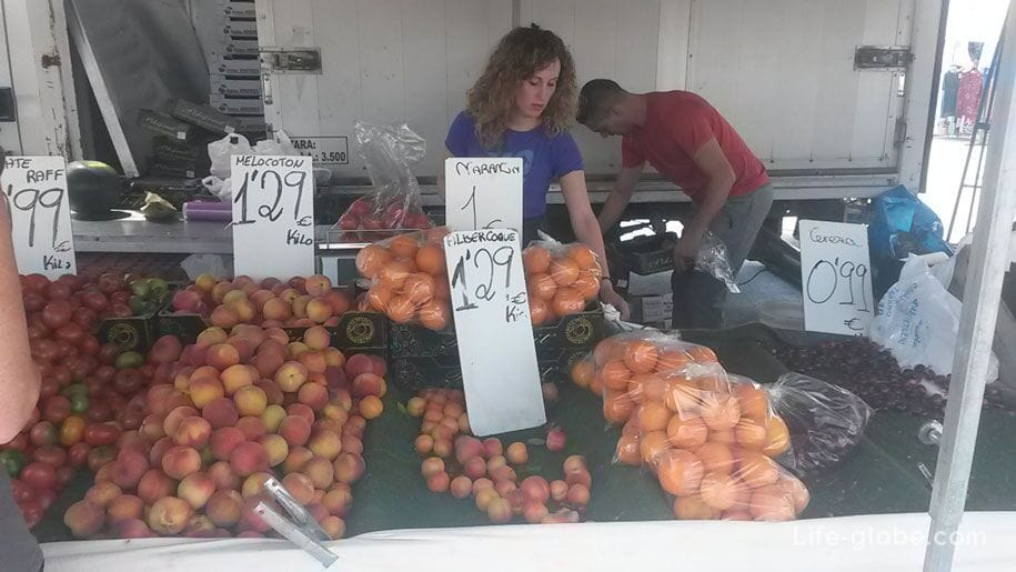 Фрукты на пятничном рынке в Торревьехе, цены