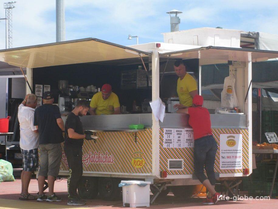 Еда на рынке в Торревьехе
