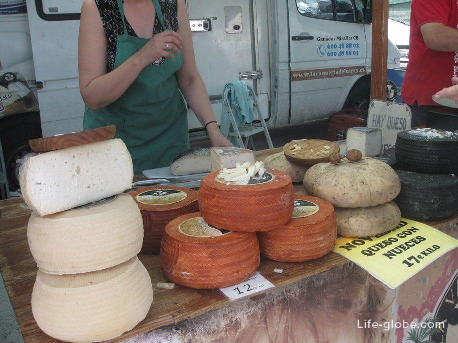 Сыр на рынке в Торревьехе, цены