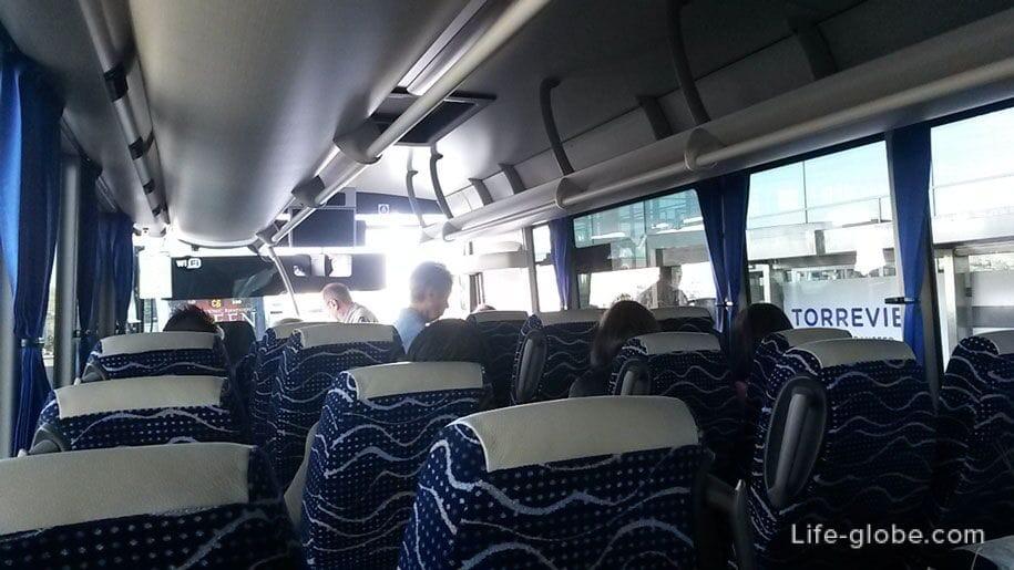 Салон автобуса из аэропорта Аликанте в Торревьеху