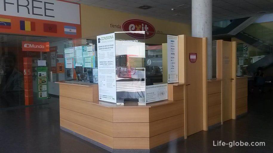 Стойка информации на автостанции в Аликанте