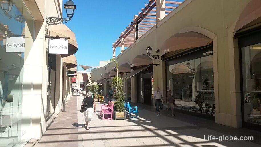 Магазины Zenia Boulevard