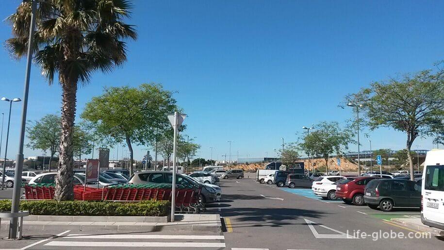 Открытая парковка Zenia Boulevard