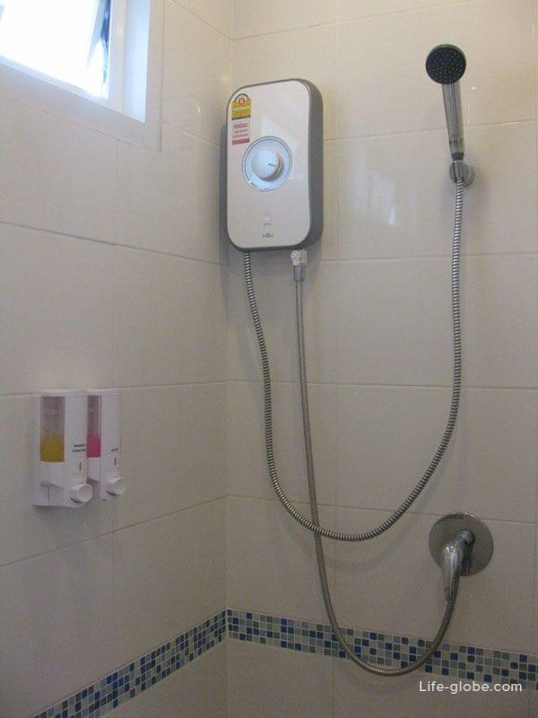 Ванная комната, отель Karon Sea Side, Карон, Пхукет