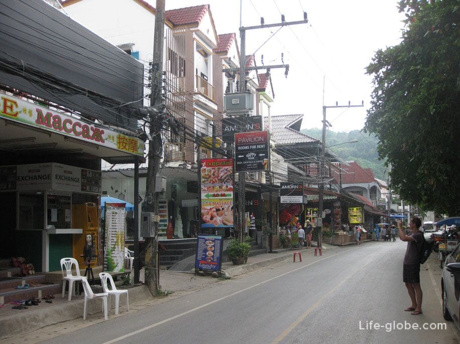 Cafes, shops and massage parlors in Kata Noi, Phuket