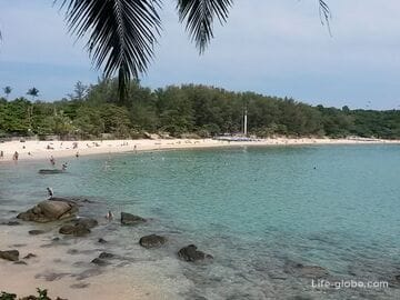 Nai Harn beach in Phuket - relaxation surrounded by pristine nature