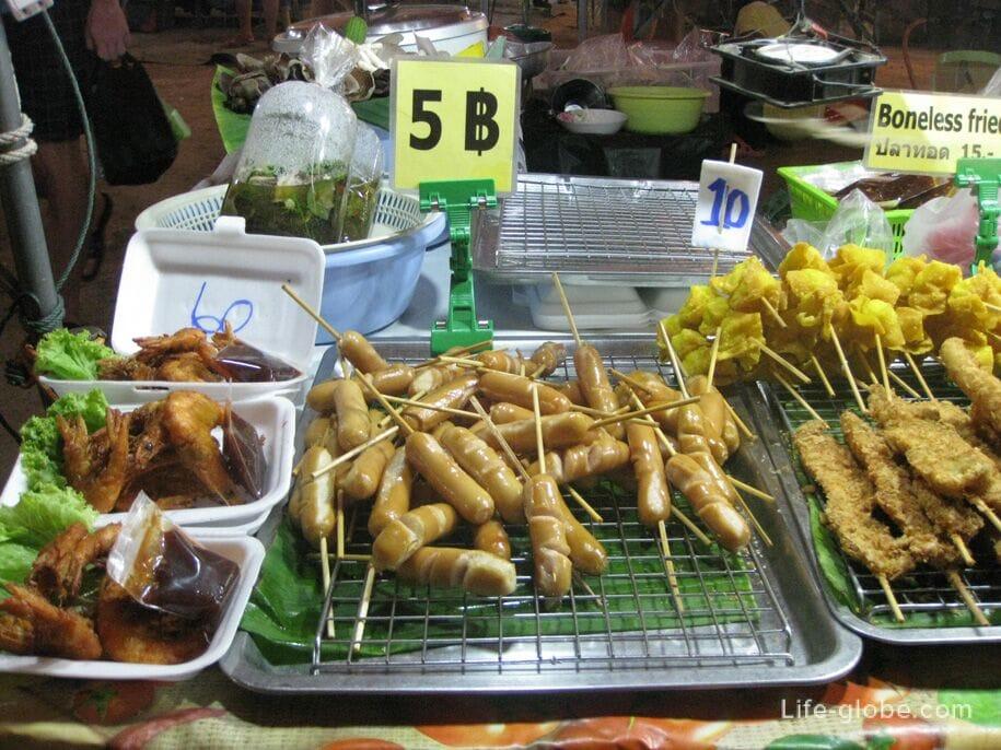 Еда на ночном рынке Карон, Пхукет