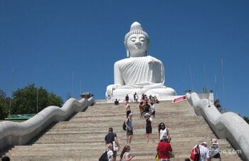 Big Buddha in Phuket. The hike to the big Buddha!