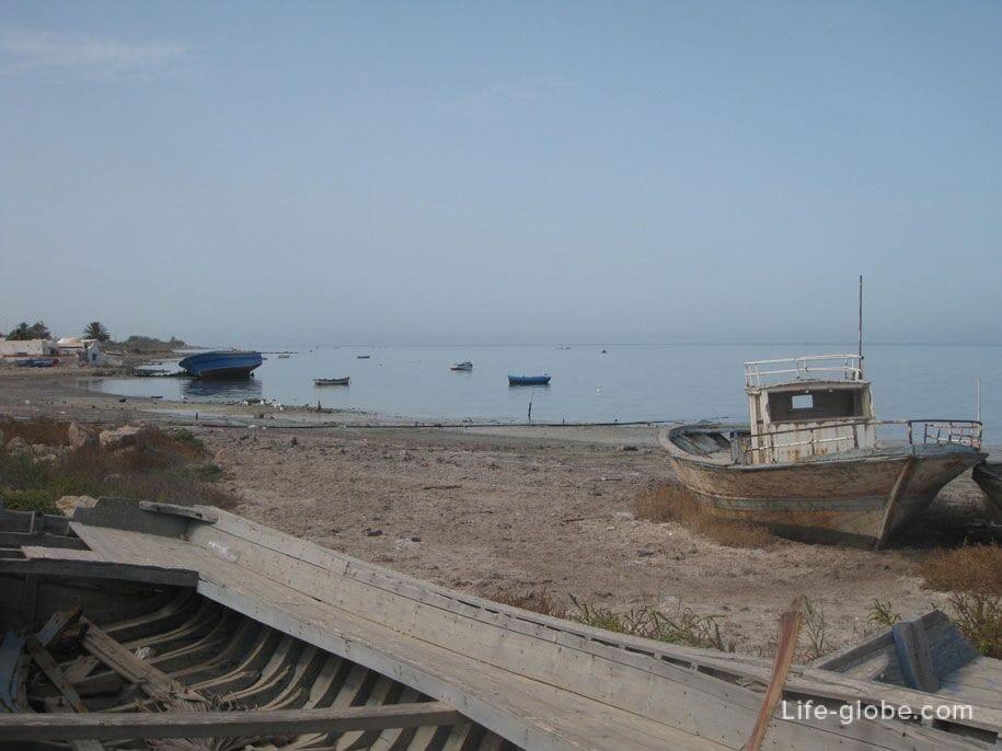 Возле морского порта, Хумт-Сук, Джерба
