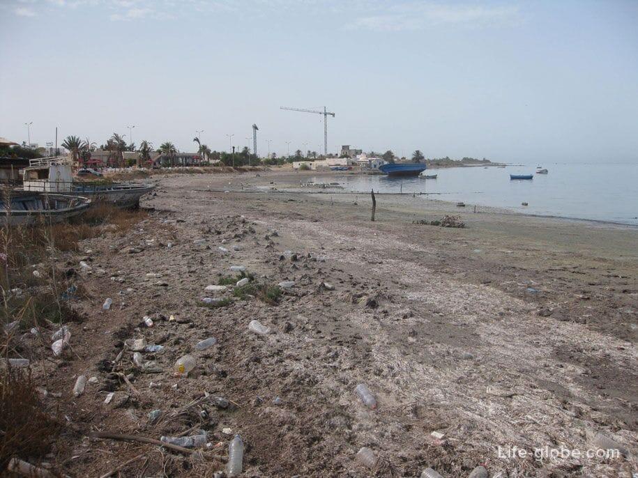 Побережье возле морского порта, Хумт-Сук, Джерба