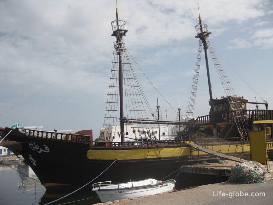 Экскурсионные корабли, морпорт, Хумт-Сук, Джерба