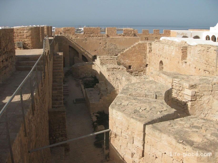 Стены форта, Хумт-Сук