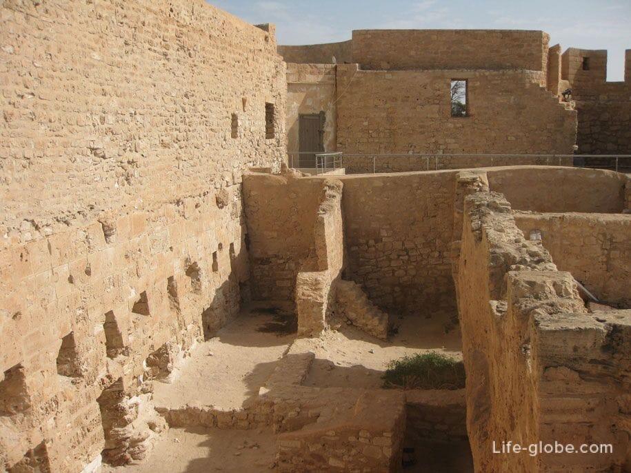 Форт Гази Мустафы, город Хумт-Сук