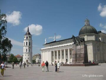 Кафедральная площадь Вильнюса (собор святого Станислава + колокольня собора)