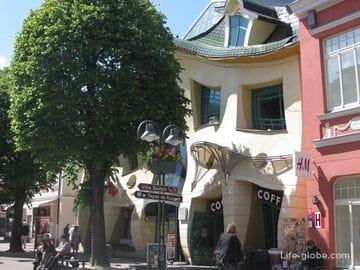 Кривой/танцующий дом (Krzywy Domek) в Сопоте, Польша