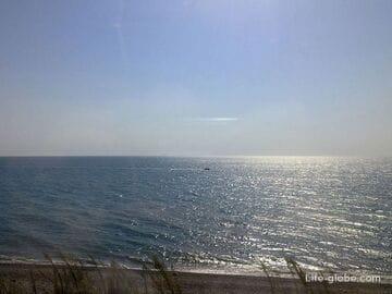 Виды черноморского побережья из окна электропоезда