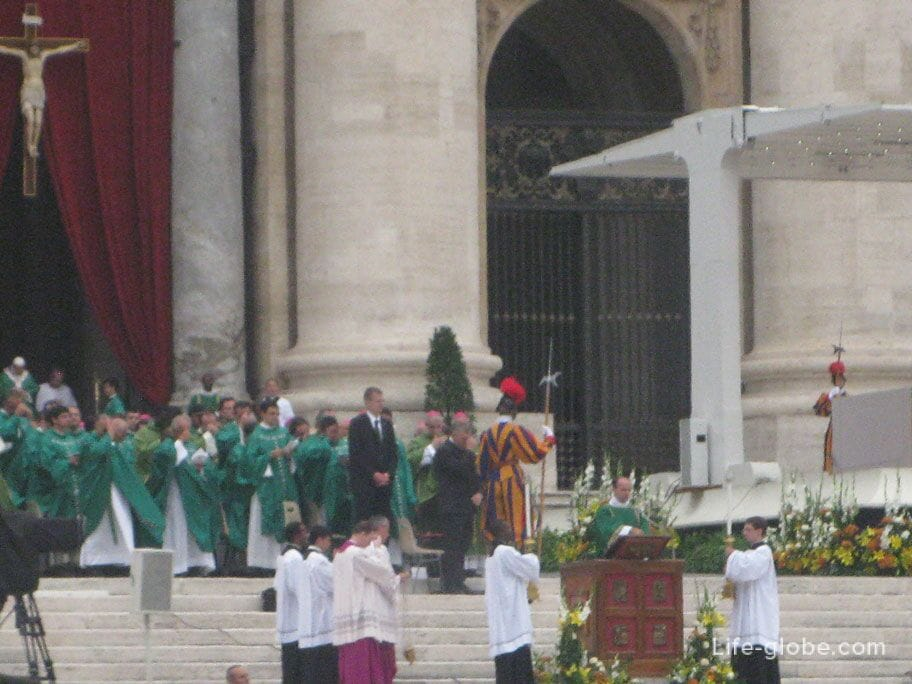 Sunday service of the Vatican