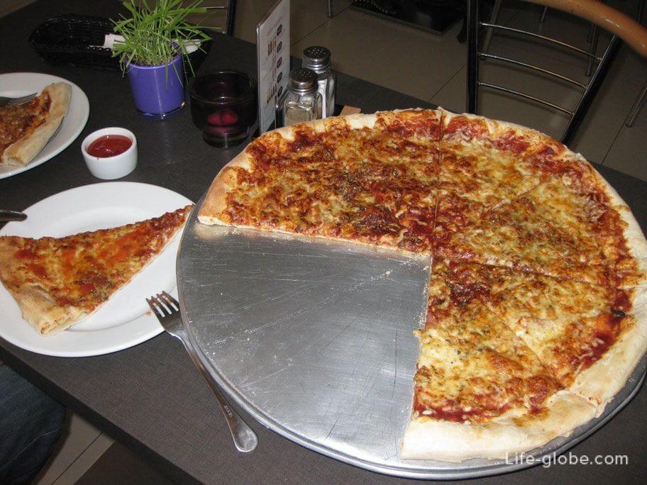 pizza at Pizzeria Krolewska Gdansk