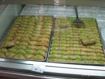 Самые вкусные эклеры, пахлава и грузинские лаваши в Сочи