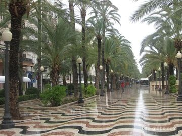 Пешеходный бульвар Эспланада Paseo Marítimo в Аликанте