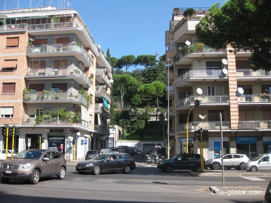 балконы в цветах, Рим, Италия