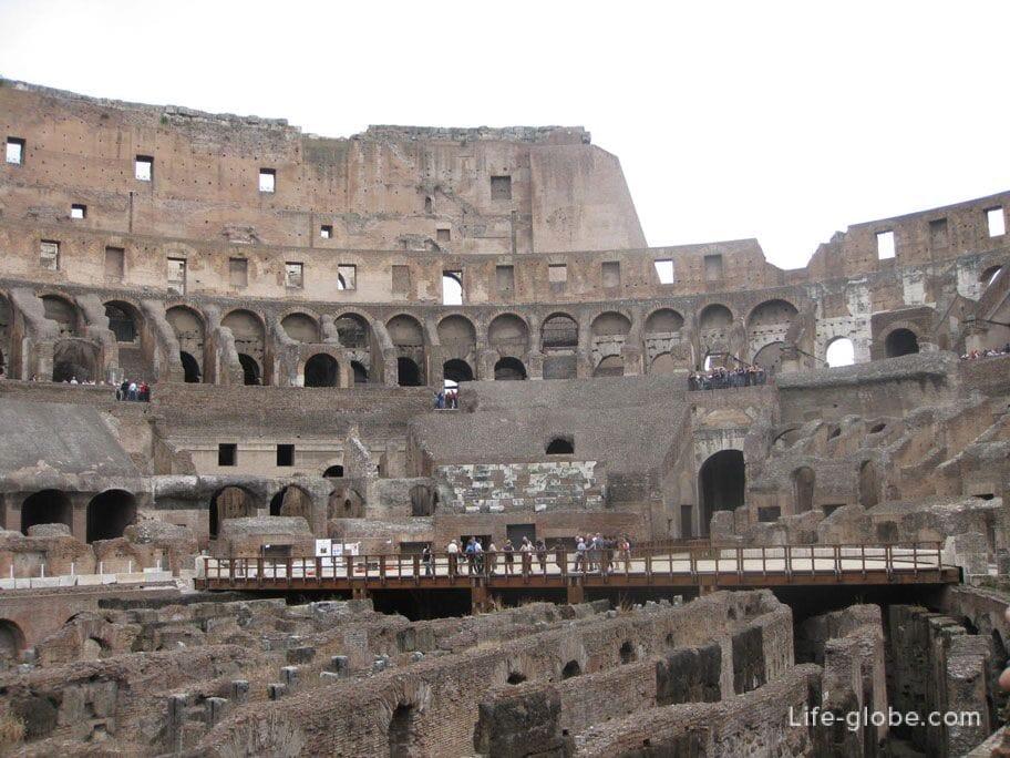 tourist platforms in the coliseum