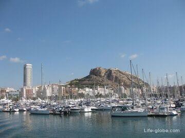 Морской порт города Аликанте, Испания