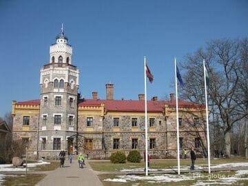 Замки Сигулды: Новый Сигулдский дворец и Средневековый замок Ливонского ордена