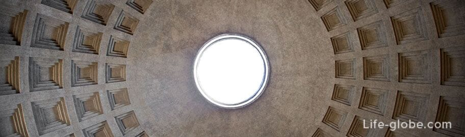 Pantheon's only light source, round hole in the center of the dome