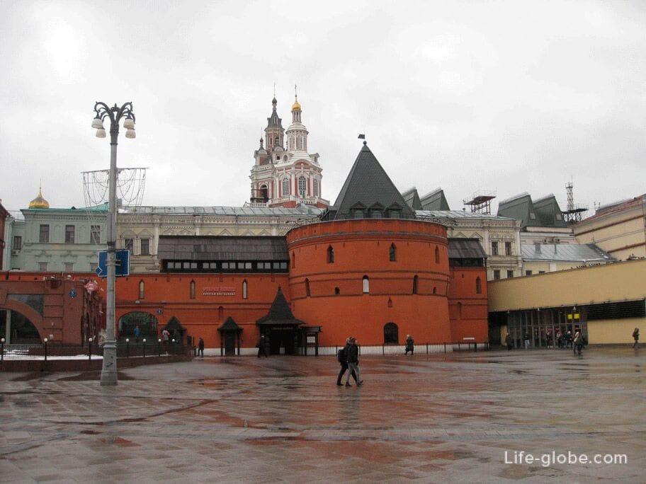 103fe564065d Заиконоспасский монастырь Москвы - это действующий православный  ставропигиальный мужской монастырь на Никольской улице ...