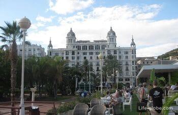 Площадь Пуэрта-дель-Мар и дом Карбонеля в Аликанте, Испания