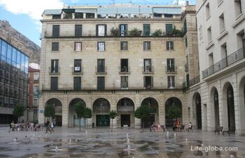 Площадь Ратуши в Аликанте, Испания