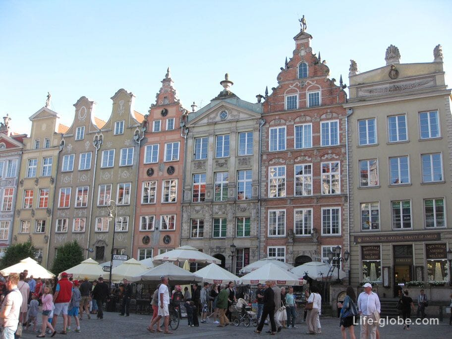 the long market of the old town of Gdansk