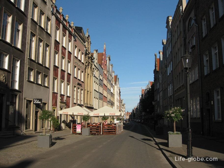 streets of the old city of Gdansk