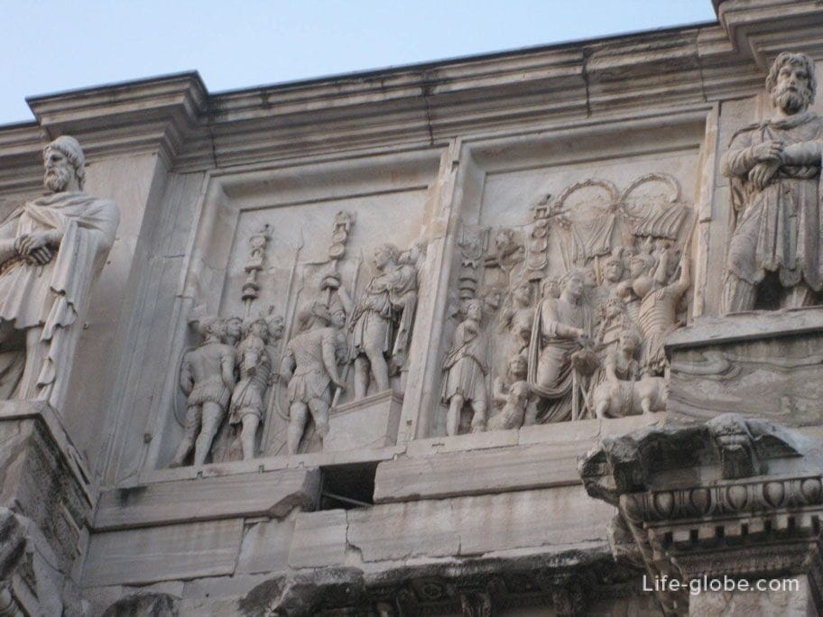 architecture of the arch of Constantine in Rome