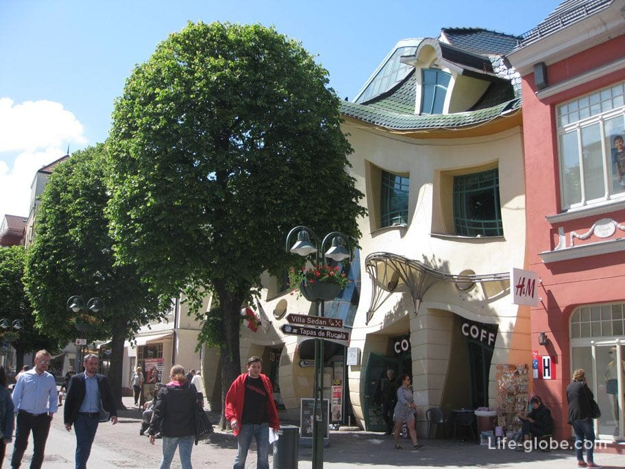 Crooked house on Monte Cassino street