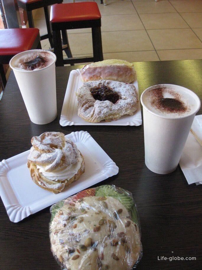 snack on Montyak Sopot street