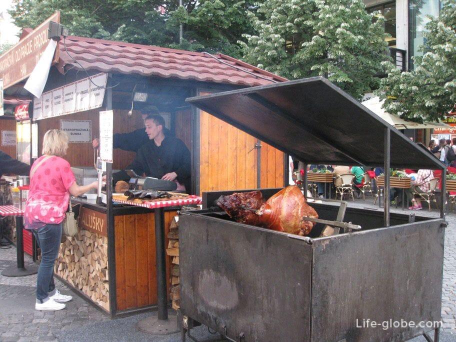 Уличная еда Праги