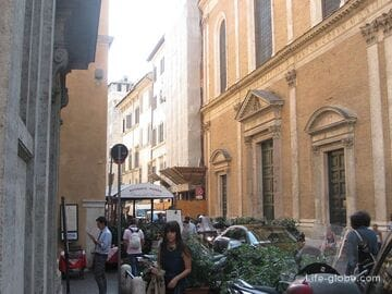 Walking in the streets of Rome + photo report